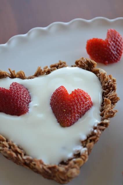 Wish Farms Strawberry & Granola Heart Tarts @wishfarms @mariaprovenzano
